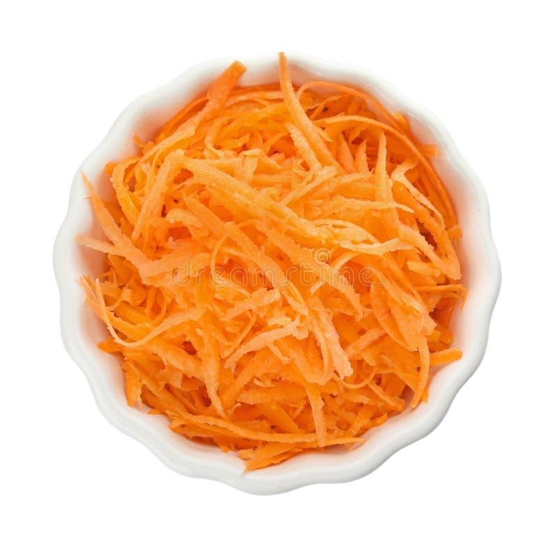 滚保龄球用在白色背景的被磨碎的成熟红萝卜 库存图片