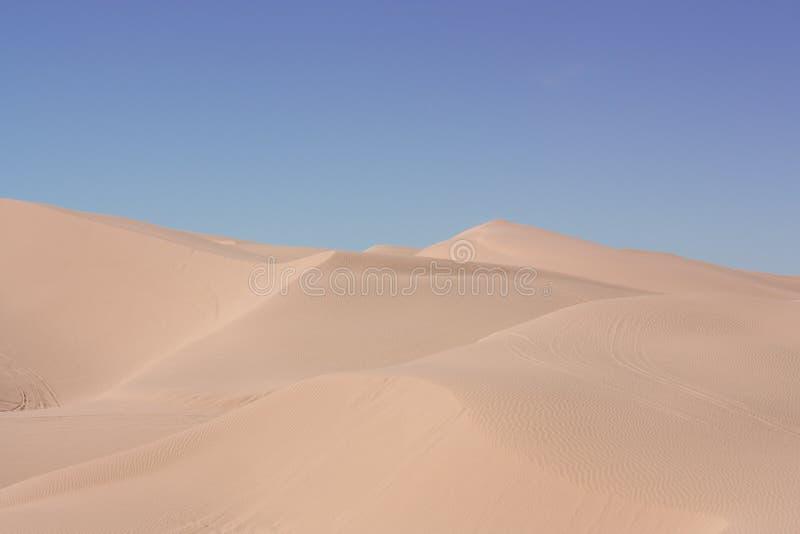 滚沙子的沙漠沙丘 库存图片