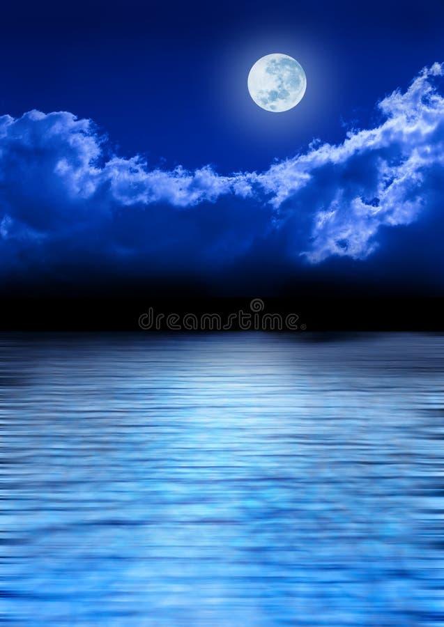 满月海洋天空 免版税库存照片