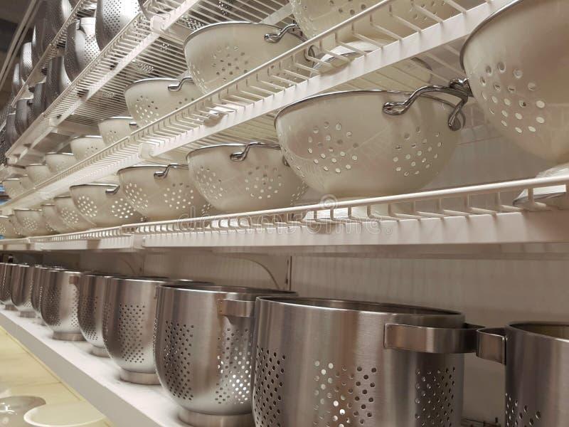 滤锅在商店显示的过滤器滤水器 免版税库存照片