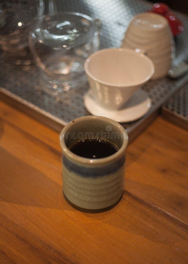 滴水咖啡杯服务 库存照片