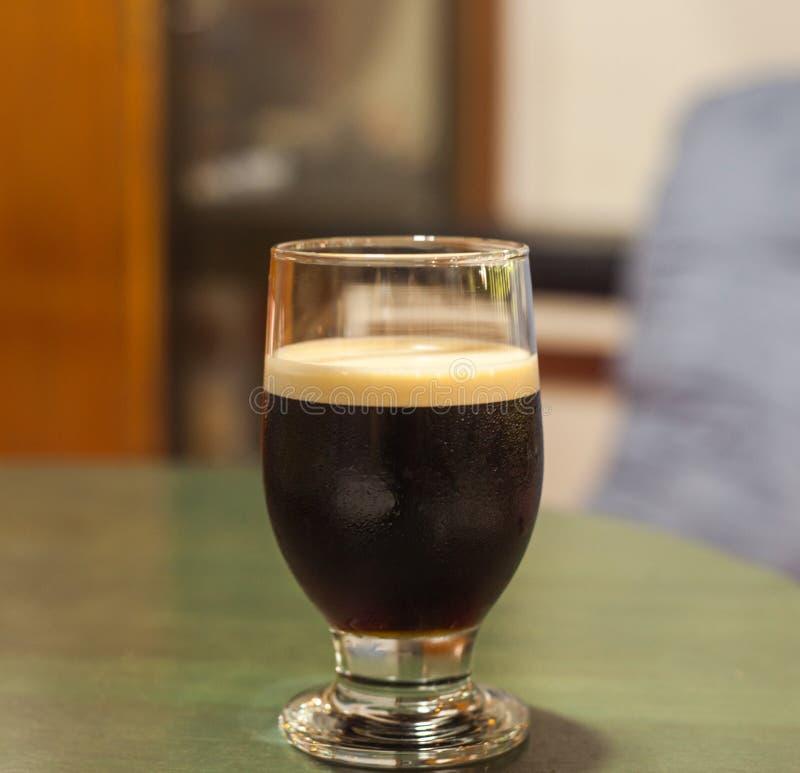 滴水咖啡杯服务 图库摄影