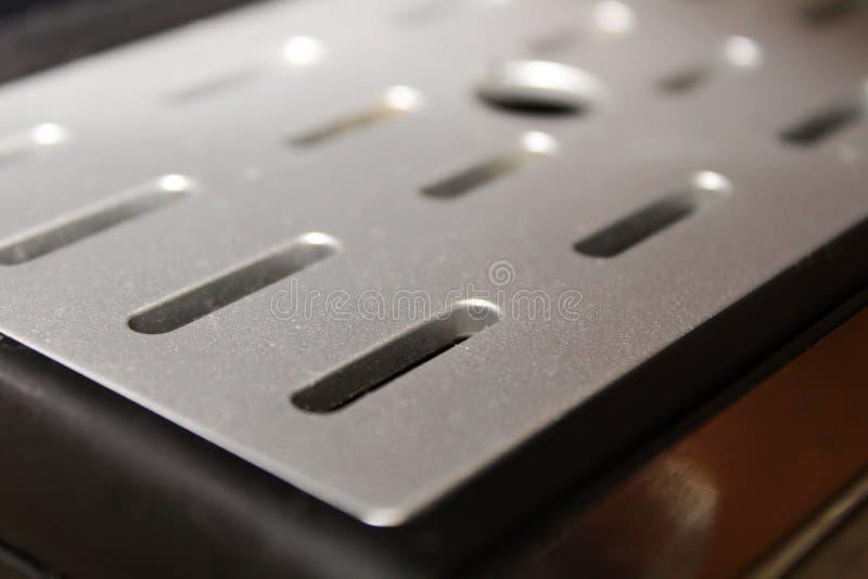 滴水在煮浓咖啡器的盘子盖子纹理  免版税库存照片