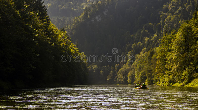 漂流在河Dunajec下, Pieniny,斯洛伐克 免版税库存图片