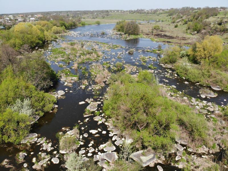 漂流急流的地方在Pivdenniy臭虫河,寄生虫视图 Sokilets村庄,涅米罗夫区,Vinnytsya地区,乌克兰 免版税库存照片