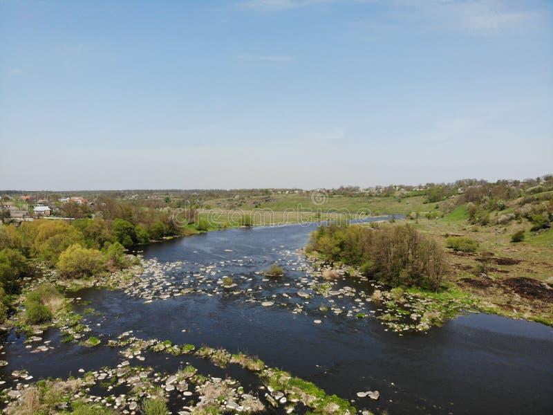 漂流急流的地方在Pivdenniy臭虫河,寄生虫视图 Sokilets村庄,涅米罗夫区,Vinnytsya地区,乌克兰 图库摄影