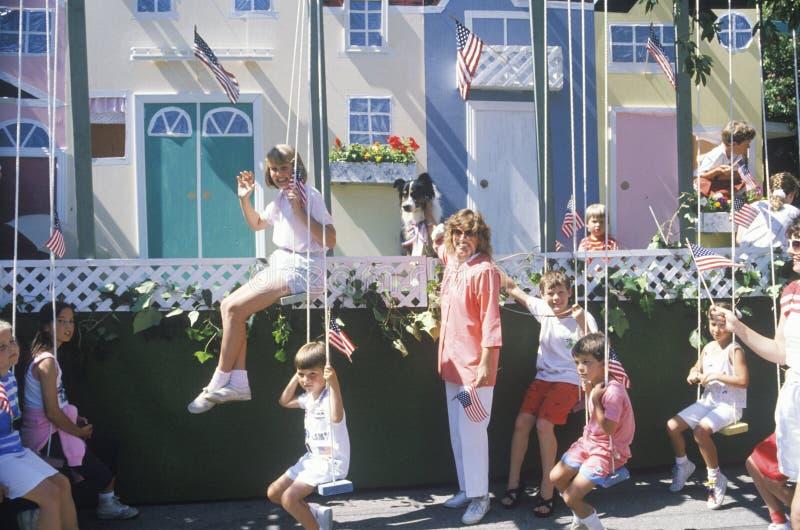 漂浮与在7月4日游行的摇摆,太平洋Palisades,加利福尼亚 免版税库存照片
