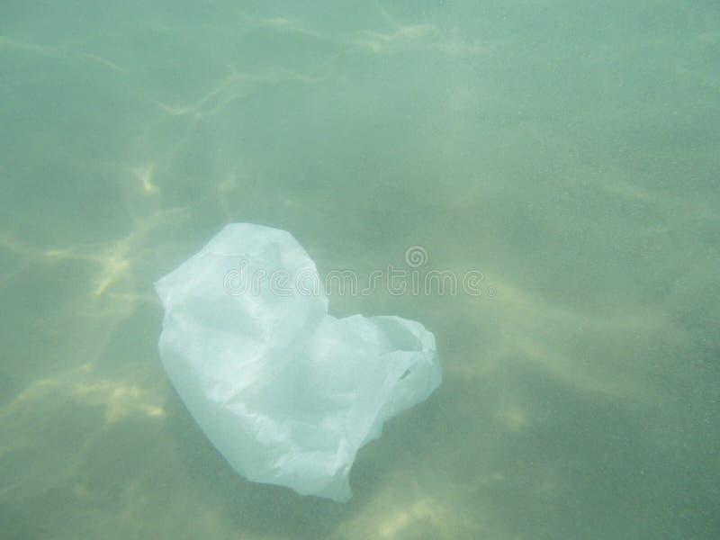 漂浮入海的塑料袋 被污染的环境 Recycl 图库摄影