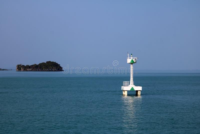 漂浮在海的白色浮体航海或侧向标记 免版税库存图片