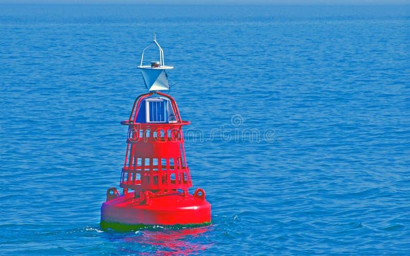 漂浮在瓦登海的水的中红色浮体 图库摄影