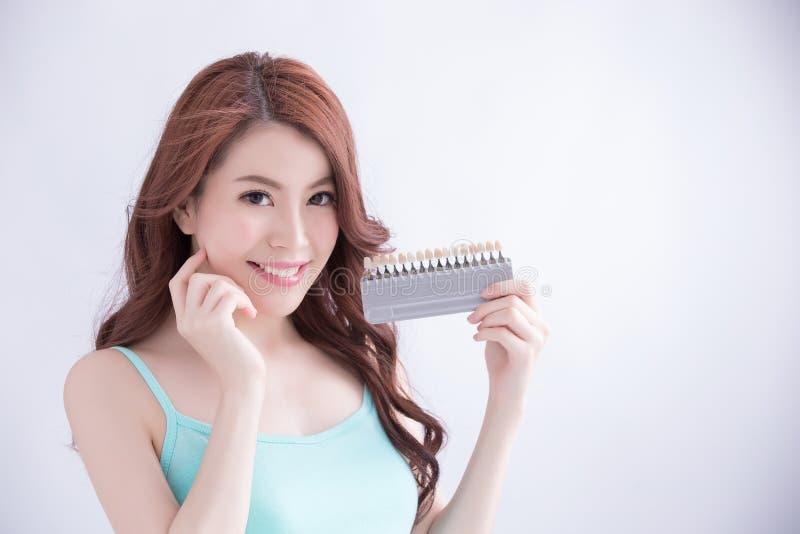 漂白概念的妇女牙 免版税库存照片