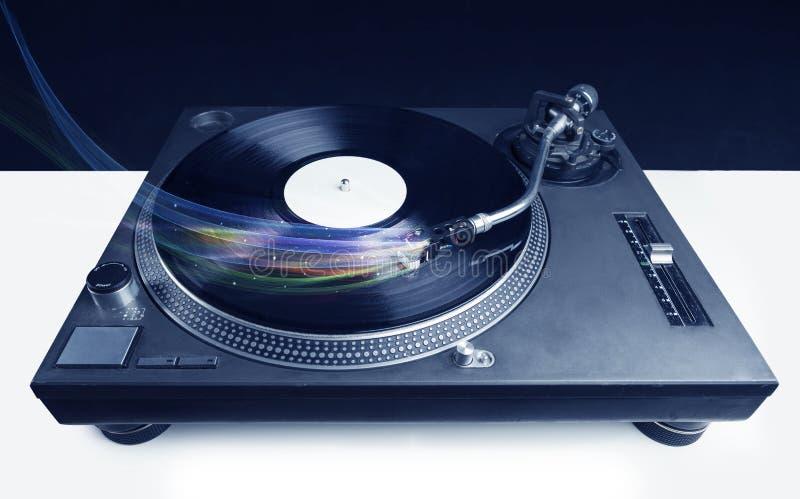 演奏与五颜六色的抽象线的音乐播放器乙烯基音乐 库存图片