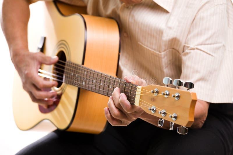 演奏前辈的吉他人 库存图片
