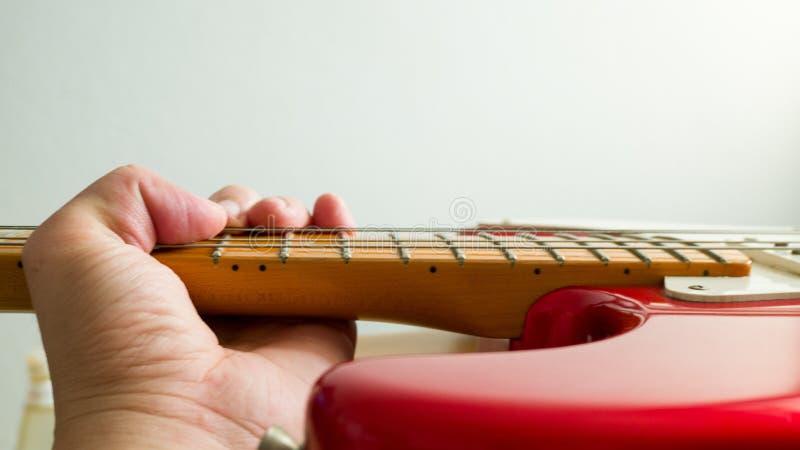 演奏吉他混和 免版税库存照片
