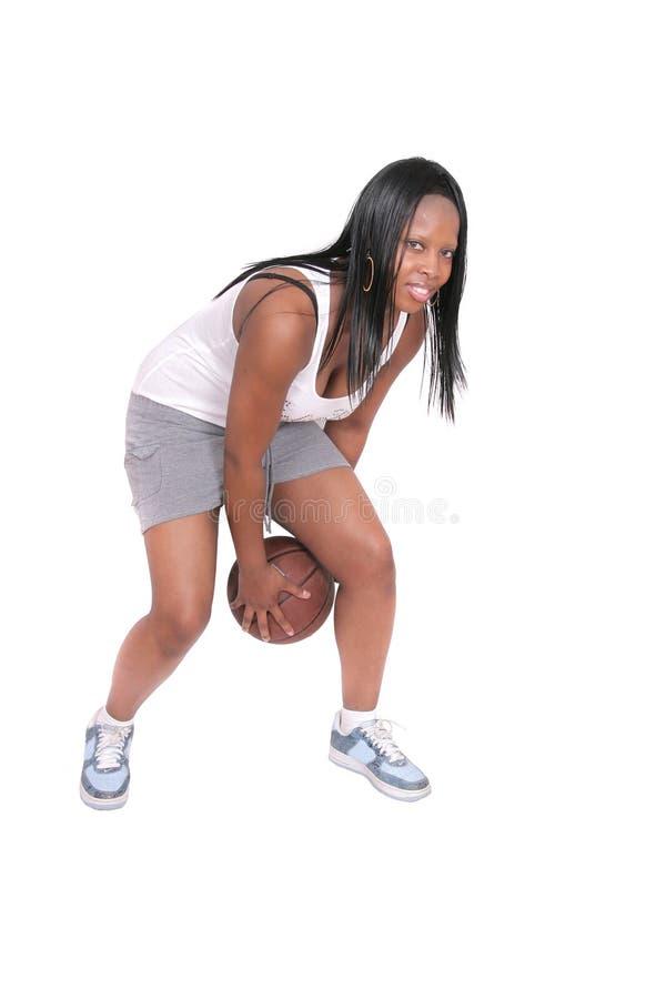 演奏妇女的篮球 免版税库存照片