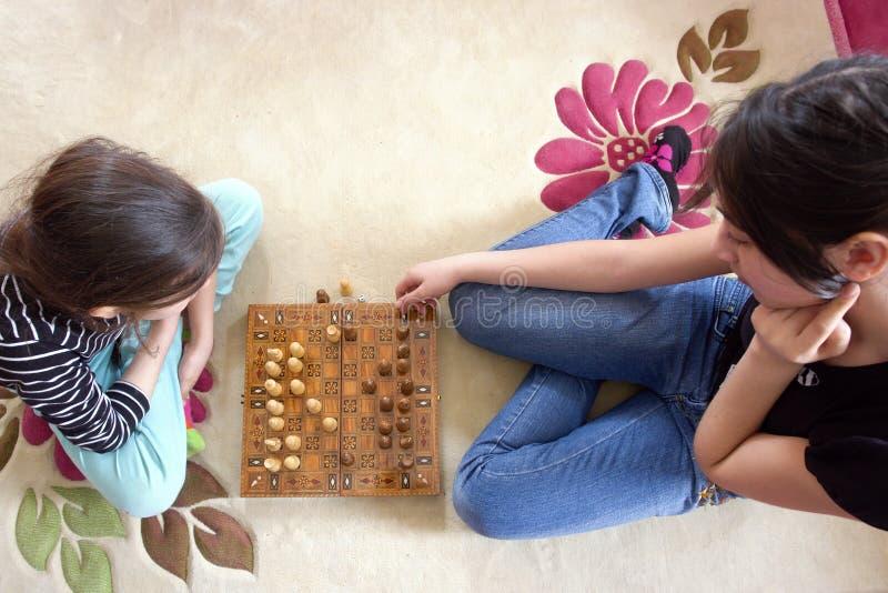 演奏姐妹的棋 库存图片