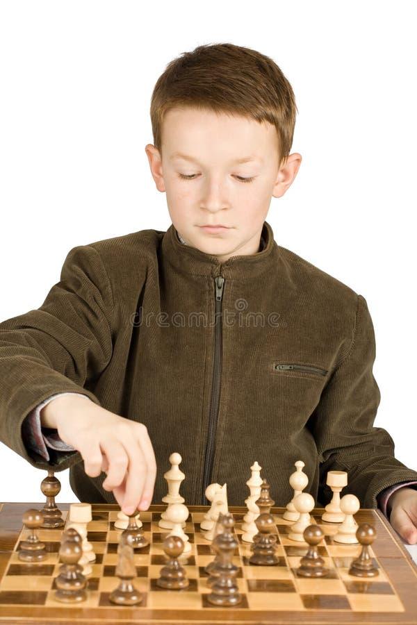 演奏年轻人的男孩棋 免版税库存图片