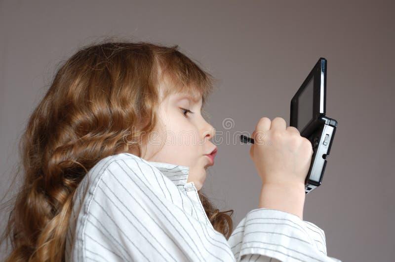 演奏录影的儿童比赛 图库摄影