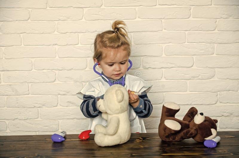 演奏玩具的孩子 接种,健康,医疗保健 库存照片