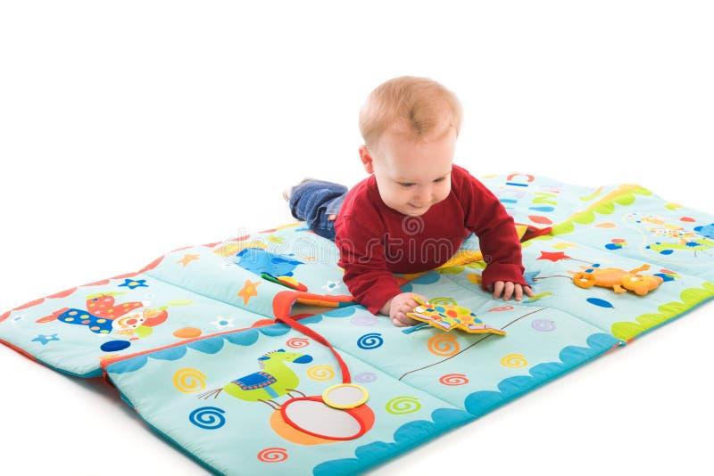演奏玩具的男婴 库存照片