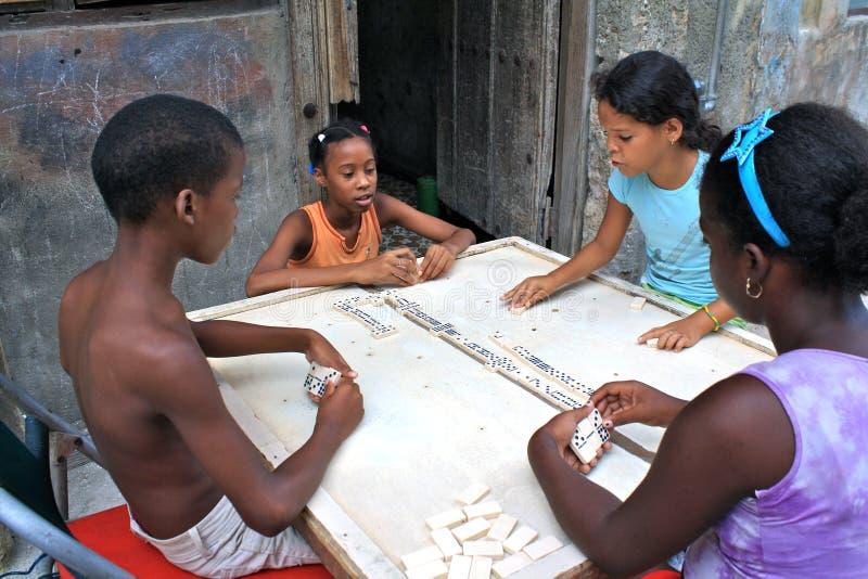 演奏街道的儿童古巴Domino 图库摄影