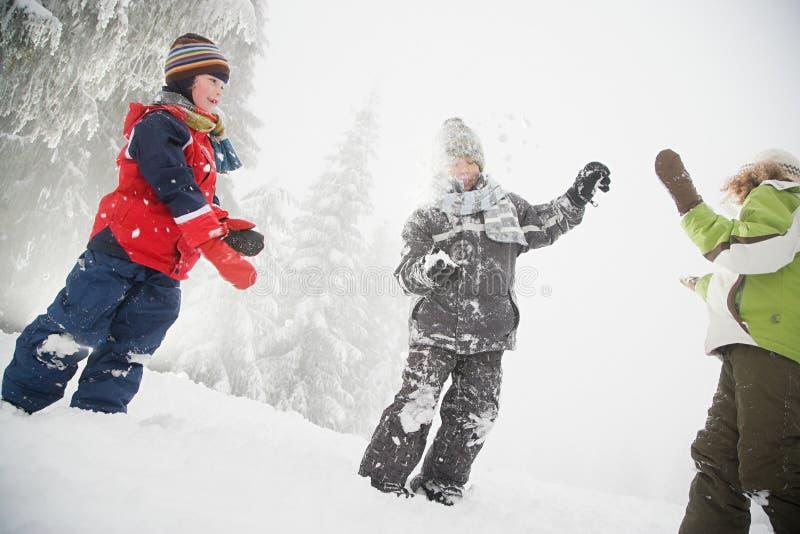 Download 演奏雪的子项 库存图片. 图片 包括有 混杂, 摄影, 白种人, 衣物, 种族, 手套, 节假日, 女孩 - 62534557