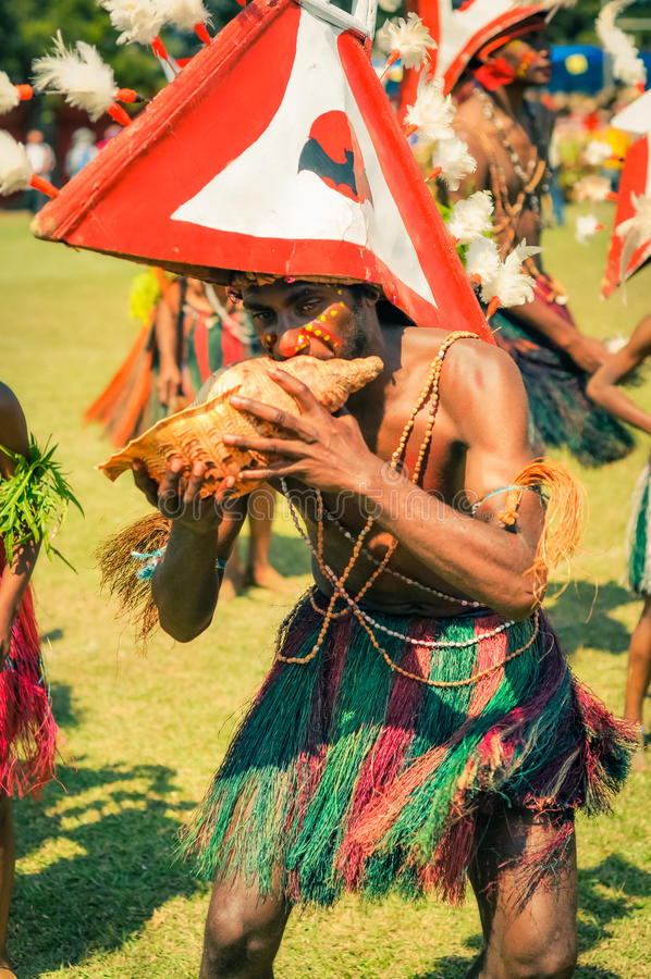 演奏贝壳在巴布亚新几内亚 免版税库存图片