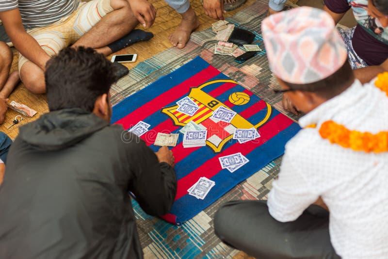 演奏Falash (青少年的Pathi)在尼泊尔 免版税库存图片