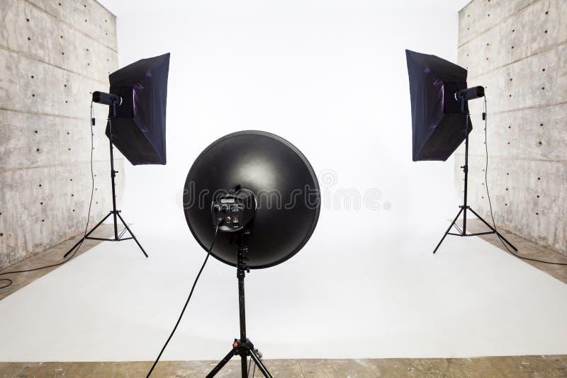 演播室照明设备, 2软的箱子和1柔光 库存图片
