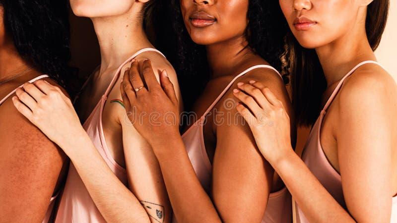 演播室画象四名无法认出的妇女 图库摄影