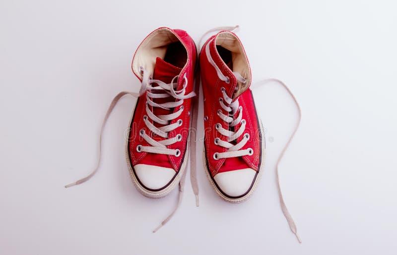 演播室被射击对在白色背景的帆布鞋 r 免版税库存图片