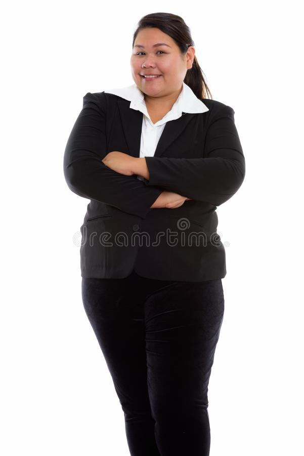 演播室被射击年轻愉快的肥胖亚洲女实业家微笑和s 免版税库存图片