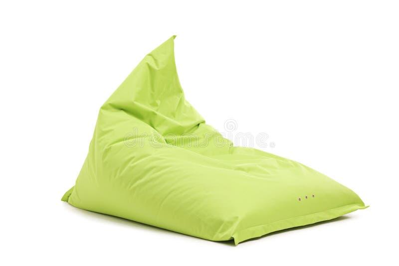演播室被射击一把绿色装豆子小布袋椅子 库存图片