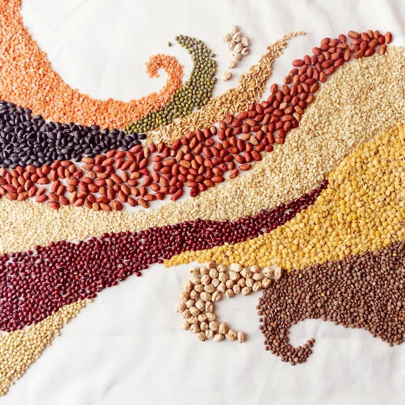 漩涡挥动用豆类和谷物 免版税库存图片