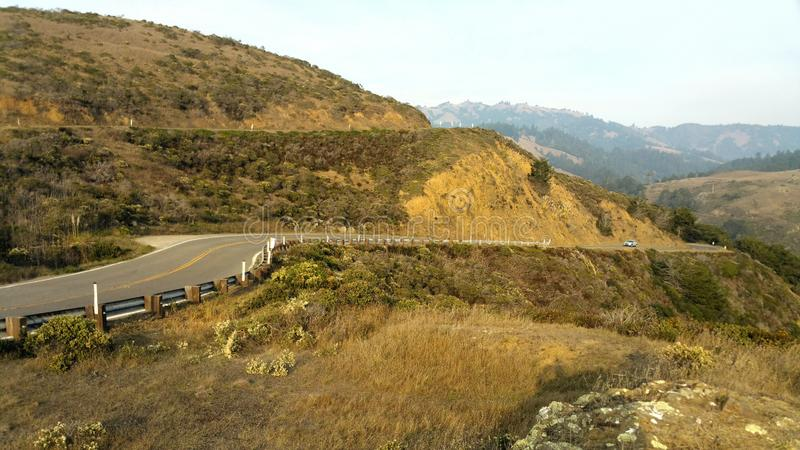漫长的路绕 山海洋陆岬峭壁 库存照片