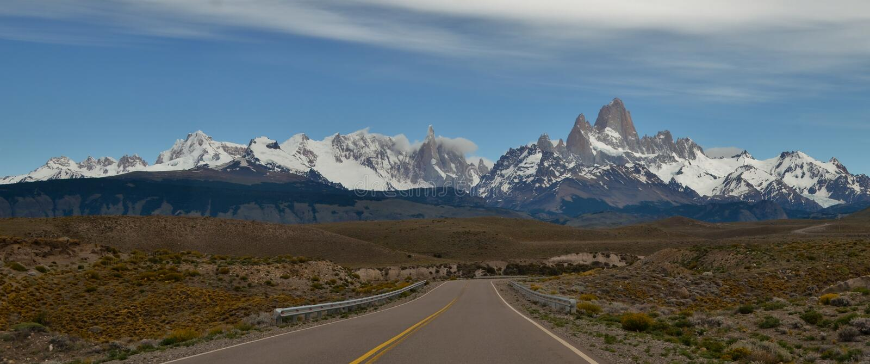 漫长的路,冰川和全球性变暖埃尔卡拉法特巴塔哥尼亚的阿根廷佩里托莫雷诺 库存照片
