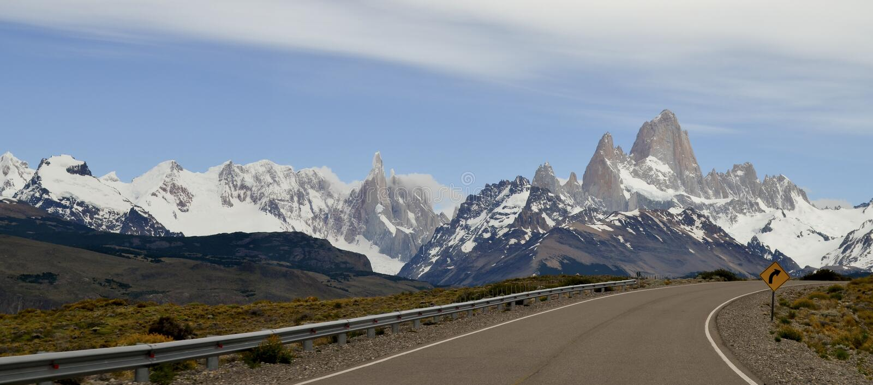 漫长的路,冰川和全球性变暖埃尔卡拉法特巴塔哥尼亚的阿根廷佩里托莫雷诺 免版税库存照片