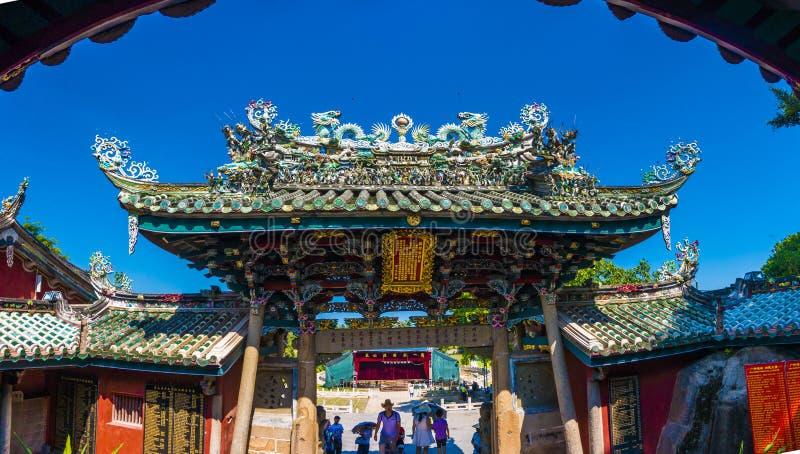 漳州,中国,在寺庙屋顶的7月12,2016-Dargon雕象,在瓷寺庙屋顶的龙雕象作为亚洲艺术 免版税库存图片