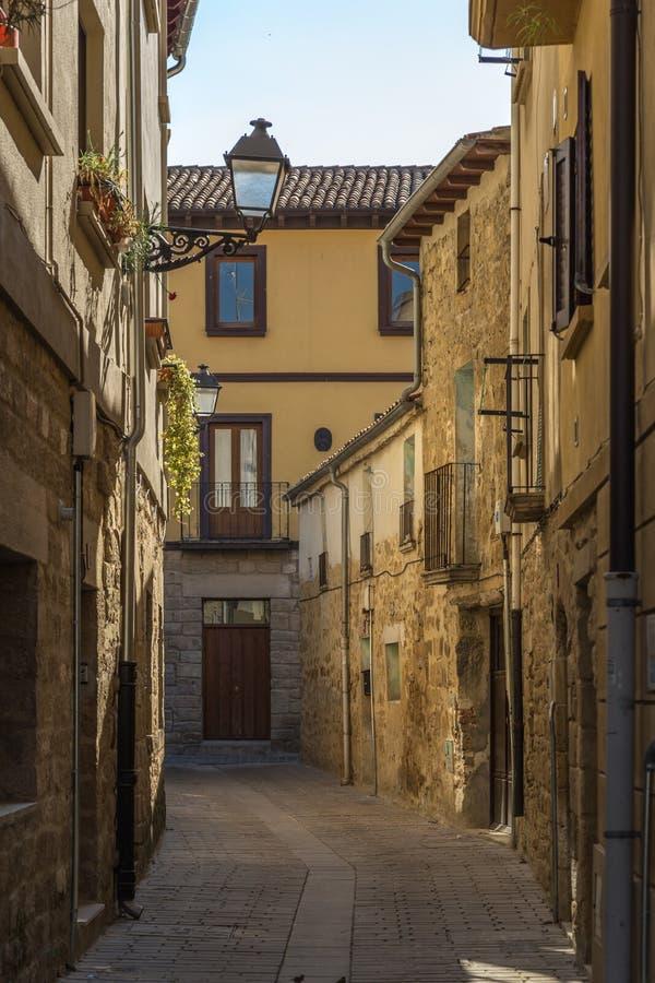 潘普洛纳,西班牙狭窄的街道  库存图片