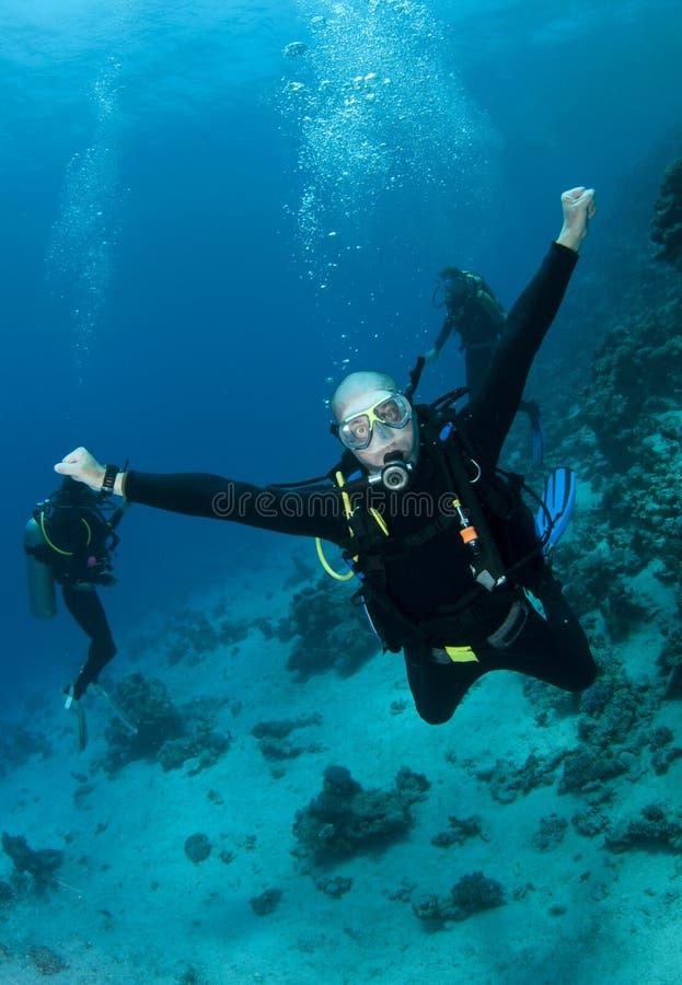 潜水员愉快的水肺 免版税库存照片