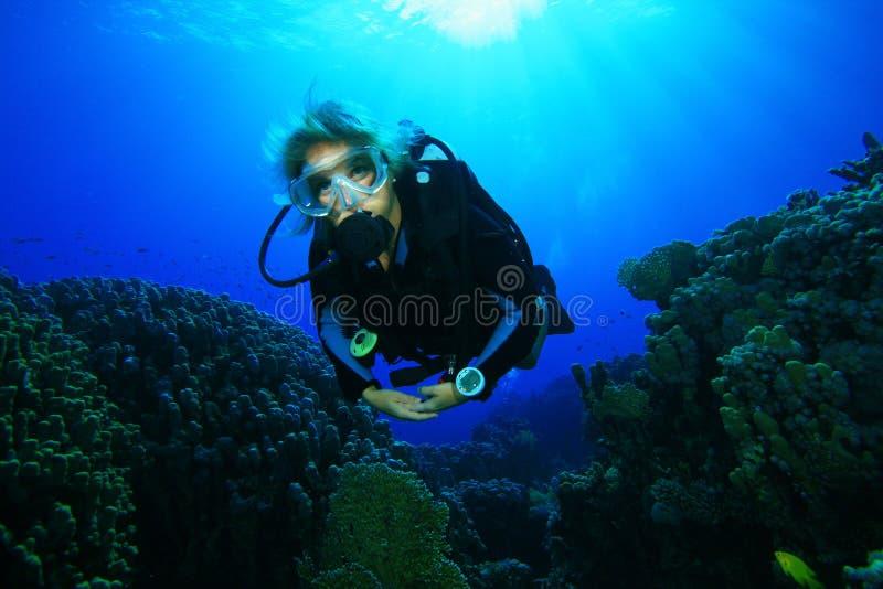 潜水员水肺妇女年轻人 免版税图库摄影