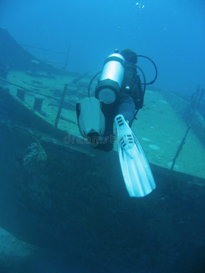 潜水员水肺船击毁 免版税图库摄影