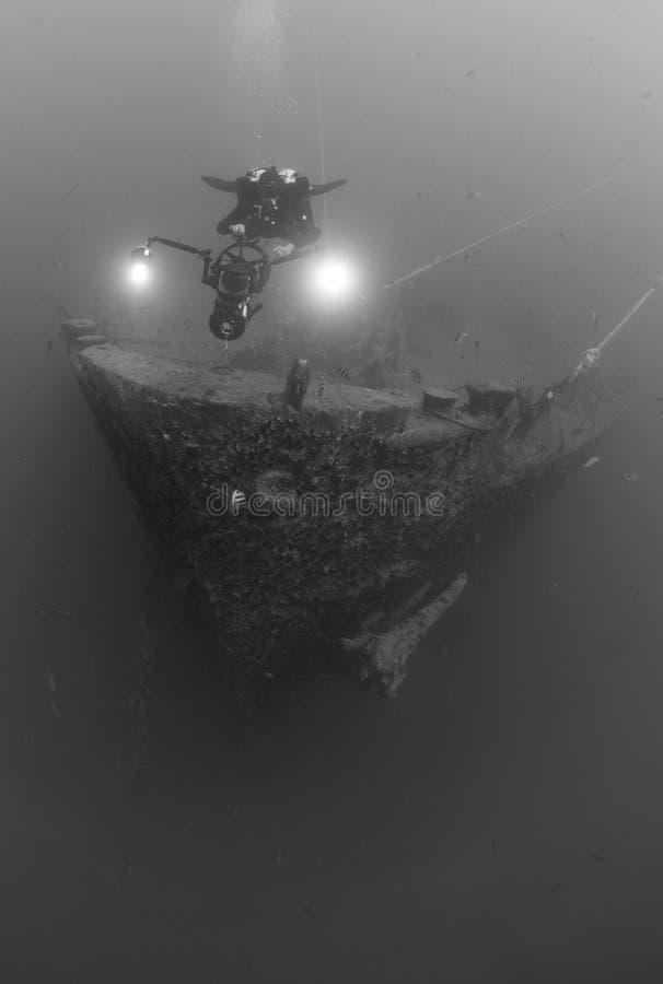 潜水员测试的水肺海难ss thistlegorm 图库摄影