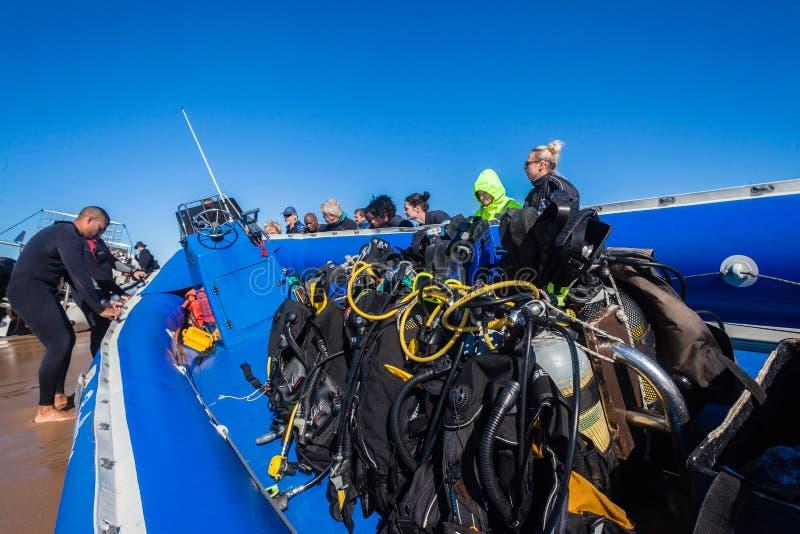 轻潜水员设备小船 免版税图库摄影