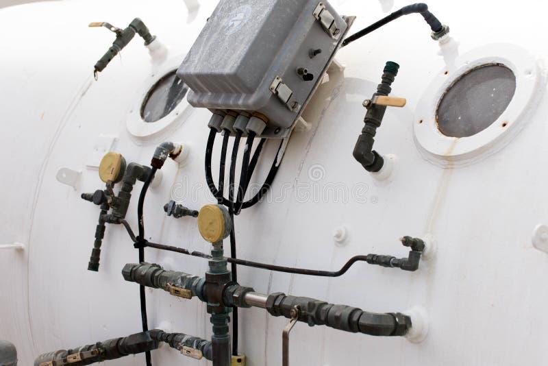 潜水者的高压舱用于解压 免版税库存照片