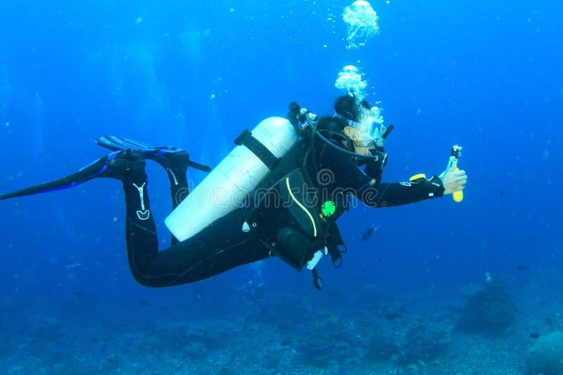 潜水者-水下的女孩 免版税库存图片