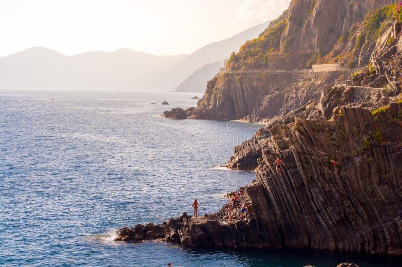 潜水从里奥马焦雷峭壁