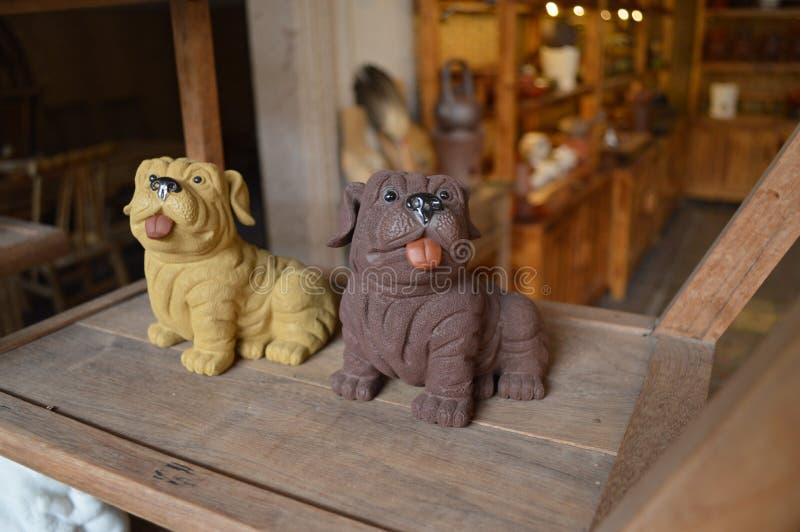 潮州陶瓷工艺 逗人喜爱的狗形象 库存照片