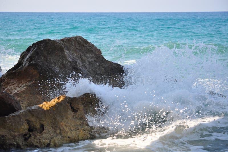 潮汐的打扰 钓鱼地中海净海运金枪鱼的偏差 图库摄影