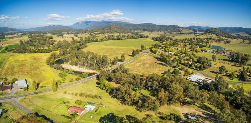 澳大利亚乡下-草甸、牧场地和小山天线平底锅 免版税库存图片